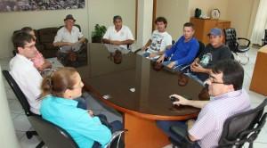 Prefeito Cantelmo Neto se reuniu com moradores da comunidade e a vereadora Lurdes Pazzini