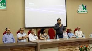 O prefeito Cantelmo Neto coordenou o evento, realizado na Amsop e que reuniu lideranças da região