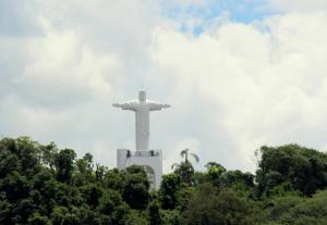 Principal ponto turístico religioso da cidade, estátua ganhou nova pintura e reparos