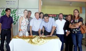 Em ato no Rio Tuna, prefeito Cantelmo Neto autoriza construção da nova escola Juscelino Kubitschek