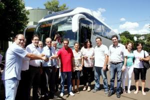 Entrega dos veículos aconteceu durante a reunião do Conselho Municipal de Saúde; investimento é superior a R$ 720 mil