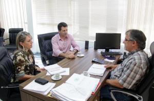 Silmara Brambilla (Lahsa) e Rudi Czerniaski (Debetran) discutiram nesta semana com o secretário de Urbanismo e vice-prefeito, Eduardo Scirea, o projeto do novo binário