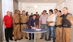 Prefeito Cantelmo Neto assinou a permissão de uso de uma área para a associação de PMs do Sudoeste