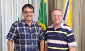 Prefeito Cantelmo Neto com o novo educador físico, Neri Schneider
