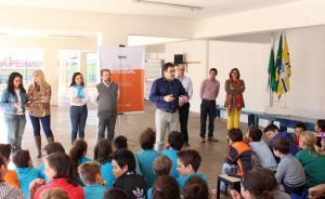 Prefeito Cantelmo Neto discursa no lançamento do projeto em parceria com o Sesc, na escola Madre Boaventura