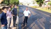 Prefeito Cantelmo Neto acompanhou os serviços de recapeamento da rua Marmeleiro, no Marrecas, que liga o trevo à Duranox