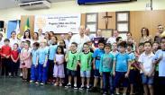 Trinta e oito alunos da rede municipal receberam os óculos, nesta sexta, através do projeto