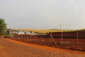 Construtora está preparando o local que receberá as 19 casas, no antigo campo de futebol do bairro Pinheirão