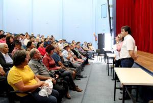 O prefeito Cantelmo Neto entregou mais 159 aparelhos auditivos a 87 pacientes: é a terceira entrega em um ano e fez com que a Prefeitura zerasse a fila de espera pelos equipamentos
