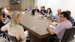 Prefeito Cantelmo Neto se reuniu com parte dos secretários e equipe técnica do DIPPM para avaliar o andamento das obras do Município: são 58 obras em execução em diversos setores, nos bairros e comunidades