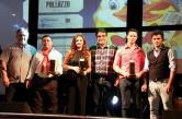 Scirea e Neto com os premiados no gênero Regionalista: Valmir Menegassi, Hérica Gomes da Silveira Nunes e Luciano Menegatti e Derli de Oliveira