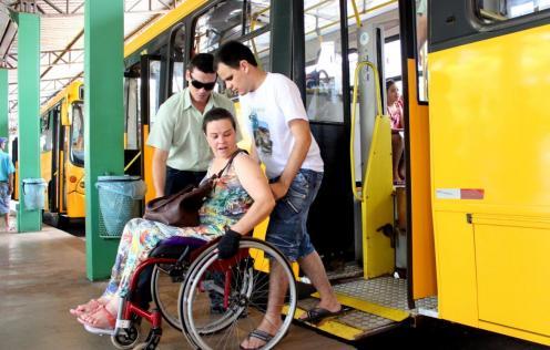 Desde 1º de janeiro, toda frota de ônibus tem elevador e espaço para cadeirantes; modernização do transporte coletivo prevê mais melhorias ao longo do ano