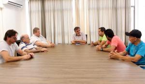 Scirea recebeu representantes da Abaa e Rotary Francisco Beltrão e garantiu apoio da Prefeitura para realizar a corrida