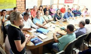 Secretária Jovelina Chaves apresentou atividades que a Semdetec realizará na feira durante reunião do comitê gestor