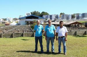 Marcos Rovani (Rural Leite), Nelcir Basso (Desenvolvimento Rural) e Claudio Borges (Sociedade Rural) têm boas expectativas para mostra de animais e fechamento de negócios