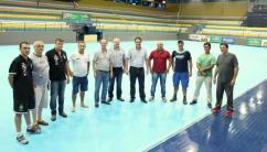 Prefeito Cantelmo Neto com dirigentes do Cresol/Marreco e da Secretaria de Esportes em visita às obras de revitalização do Arrudão; ginásio receberá jogos do Paraense e da Liga Nacional de Futsal