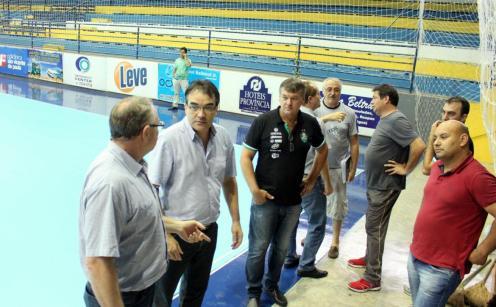 Prefeito Neto visitou obras do ginásio