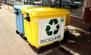 A Prefeitura está testando um novo modelo para coleta de lixo residencial na área central com a instalação de mais de 100 lixeiras contêineres