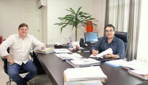 O diretor de Licitações, Fernando Steimbach, e o prefeito Cantelmo Neto acompanham diariamente as licitações do Município