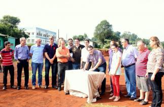 Prefeito Cantelmo Neto com lideranças do bairro Marrecas autorizou a construção da maior creche de Beltrão, que atenderá mais de 180 crianças