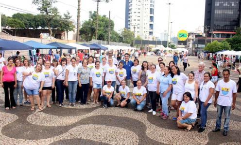 Prefeito Cantelmo Neto com os MEIs que participaram da feira, no sábado