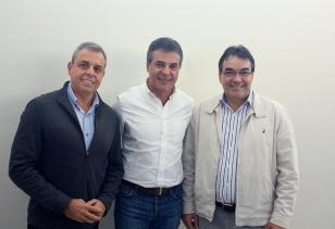 Prefeito Cantelmo Neto com o deputado estadual Ricardo Arruda e governador Beto Richa no evento na Amsop