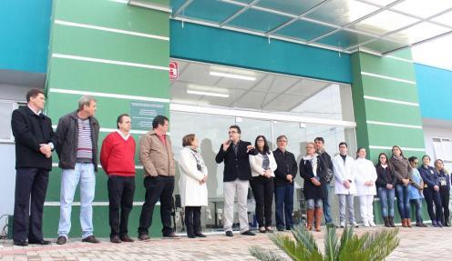 Inauguração das unidades reuniu moradores e representantes de entidades e órgãos governamentais; na próxima semana, oito novas unidades de saúde começam a atender