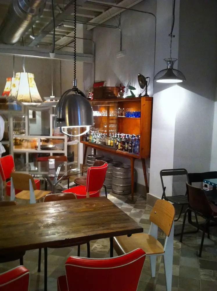 Decoracin del bar la bulla con muebles para restaurantes FS