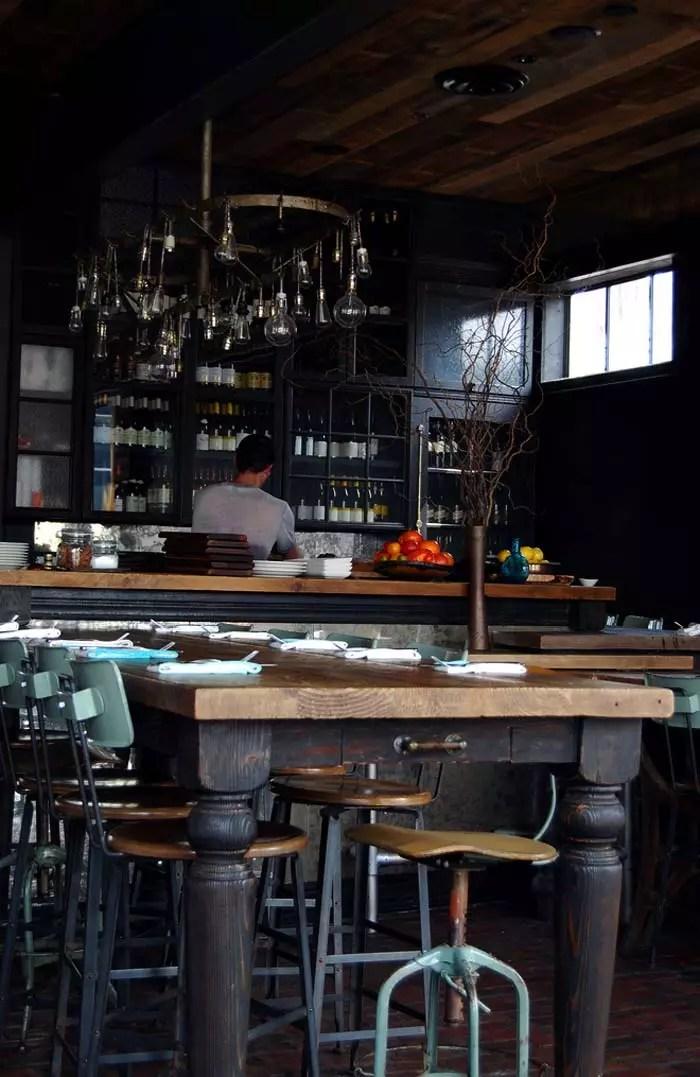 Decoracin interior estilo industrial en restaurante gjelina