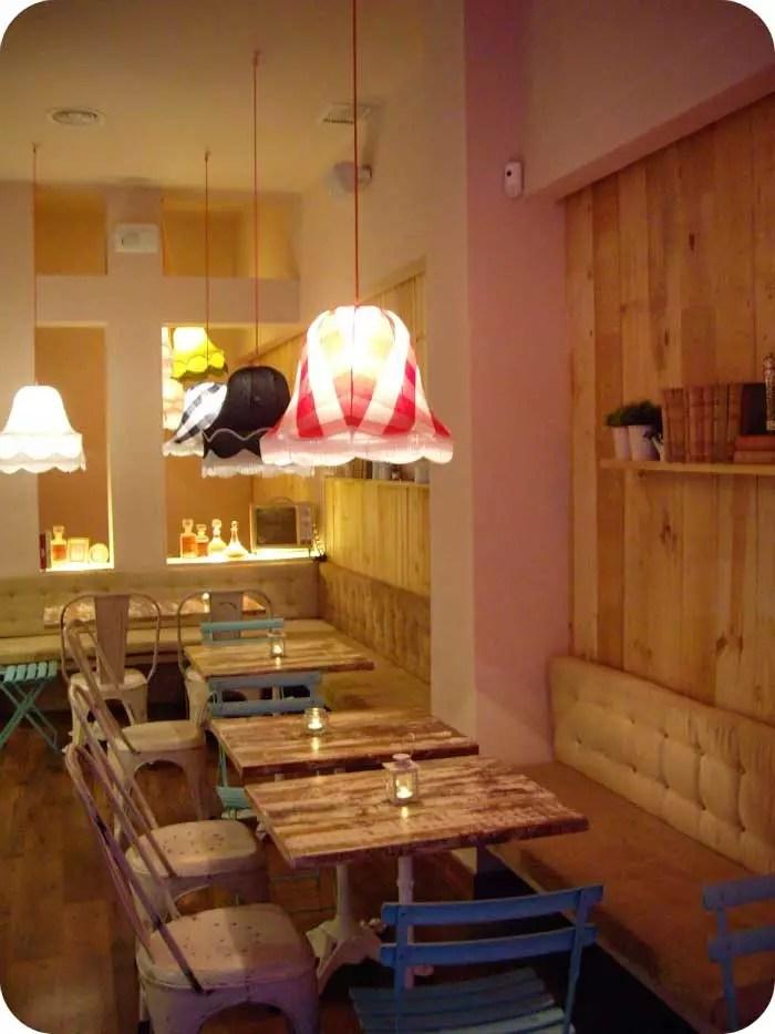 Decoracin de interiores en la cafetera franquicia Charlotte