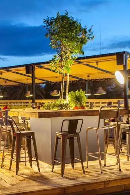 Mobiliario vintage decoracin terraza de cafetera Il Rosso