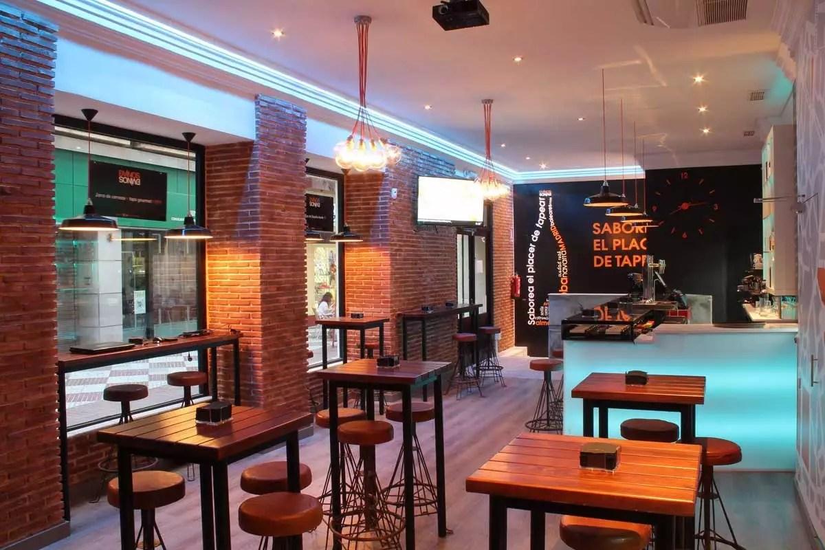 Nueva decoracin en bar de tapas DVINOS con muebles FS