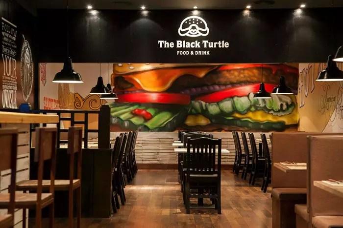 Taburetes Assady en la decoracin burguer The Black Turtle