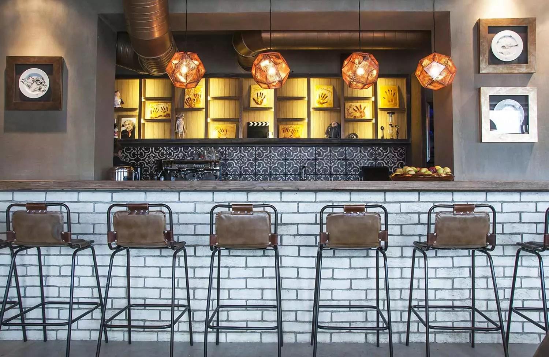 Decoracin de restaurantes de esttica loft con muebles FS