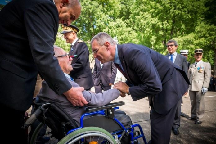 Franck Montaugé adresse ses félicitations à Georges Labescat qui vient d'être décoré de la Légion d'honneur. ©franckmontauge.fr