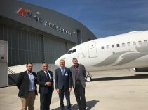 Aux côtés de Rémi Branet, président de la CCI du Gers, de Grégory Merelo, directeur de l'aéroport d'Auch-Gers et de Philippe Schurer, le sénateur Franck Montaugé, lors de sa visite chez Amac Aérospace, à Bâle-Mulhouse.