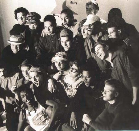 """1982 - Tournage de """"La Danse des Mots """" que j'ai co-réalisé avec et pour Jean-Baptiste Mondino - Avec : Marco Prince (couché), César Maurel, JB Mondino, Kito , Tristam, Francky Boy, Jean-Paul Goude, Noël Kauffman, Antonin Maurel, Philippe Waty, Fabrice Langlade (""""Les Musulmans Fumants""""), Flesh et mon frère Pablo Sévéhon, plus d'autres copains"""