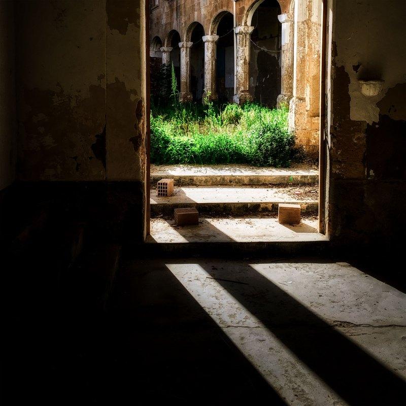 Through the threshold photo by Franco Esteve