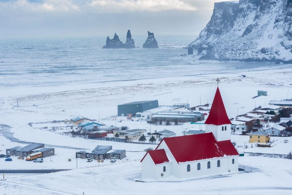 Vík í Mýrdal l'église et les stacks, un concentré d'Islande