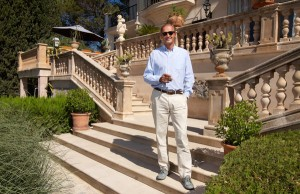 Florian Homm, dans le jardin de sa villa de Majorque en 2007 (photo NYT)