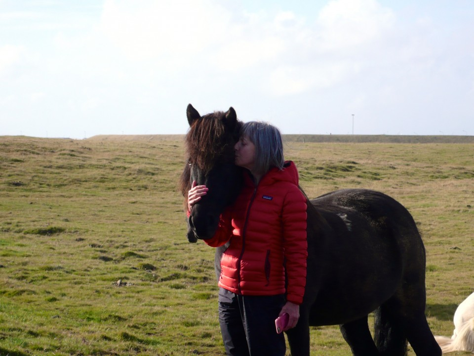 Kisses: Caron grew up with horses and immediately connects with this Icelandic horse!
