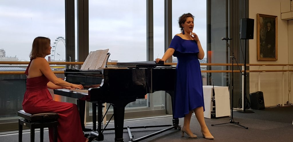 Anush signing soprano from La Bohème at the private recital