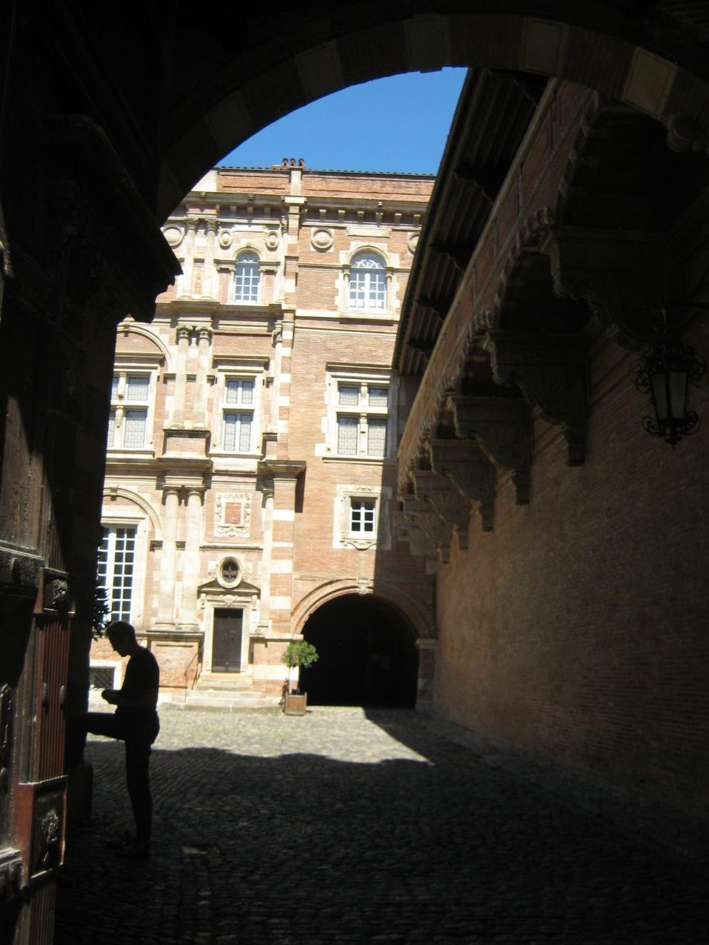 Peering inside the courtyard at Hotel Assezat in Toulouse