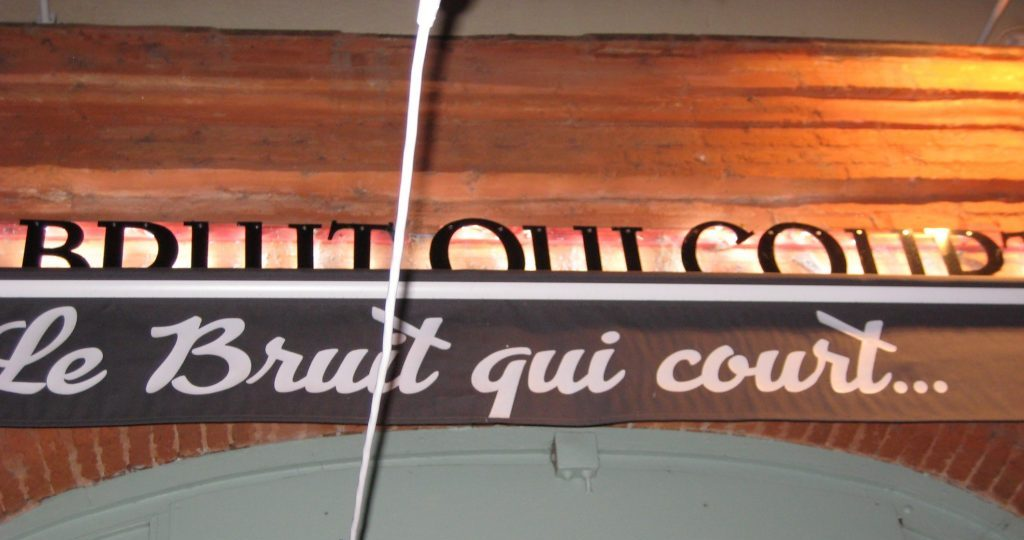 Le Bruit qui Court restaurant sign