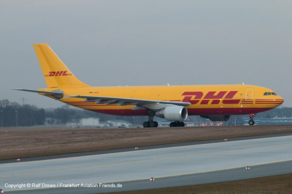 Most of the aircraft will leave RWY 25L at the bridge (see photos of Pos 5)