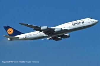 Aufgenommen bei 07-Betrieb: eine startende Boeing 747. Kleinere Maschinen sind an dieser Stelle bereits deutlich höher.