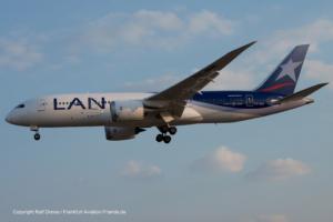 CC-BBB LAN Airlines Boeing 787-8 Dreamliner (38466 / 74)