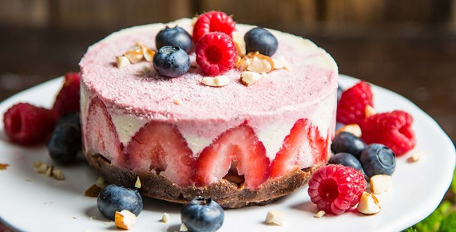 Raw Strawberry Lemon Cheesecake