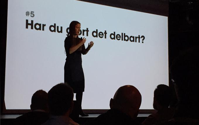 Ida Aasen på scenen under Webdagen i Ålesund.