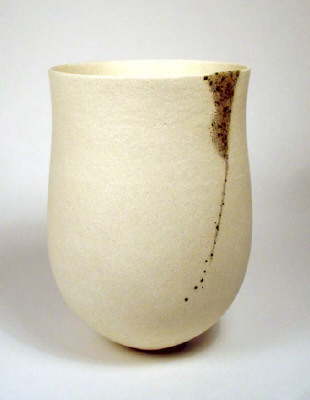 Artist: Jennifer Lee, Title: Pale pot, speckled granite vertical trace, 2004 - click for larger image